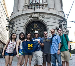 Students at the Santiago Stock Exchange.