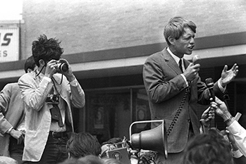 Sacks photographs RFK in 1968.