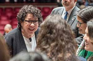 Justice Sonia Sotomayor chats with students at Monday's colloquium. (Photo: Scott C. Soderberg, Michigan Photography.)