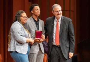 Rie'Onna Holmon and Ke'Shon Newman of B.R.A.V.E. receive the 2018 Raoul Wallenberg Medal