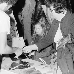 Elvis fans 1977