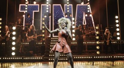 Nkeki Obi Melekwe as Tina-Turner on Broadway. (Image: Manuel Harlan.)