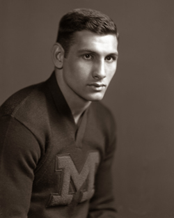 Ron Kramer, who passed away in September, was the second-to-last man alive to have had a U-M football number retired. (Photo courtesy U-M Bentley Historical Library.)