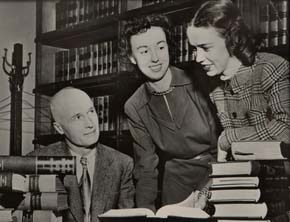 Cornelia Kennedy and Margaret Schaeffer with their father,