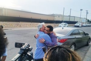 Emilio Gutierrez-Soto and son Oscar are freed from a U.S. detention center on July 26, 2018. (Photo credit: Julián Aguilar, The Texas Tribune.)